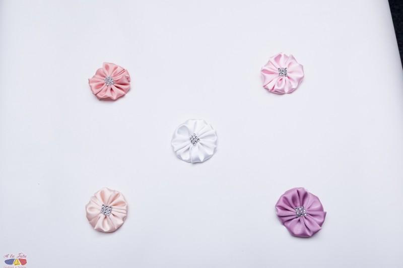 Flori de satin cu paiete